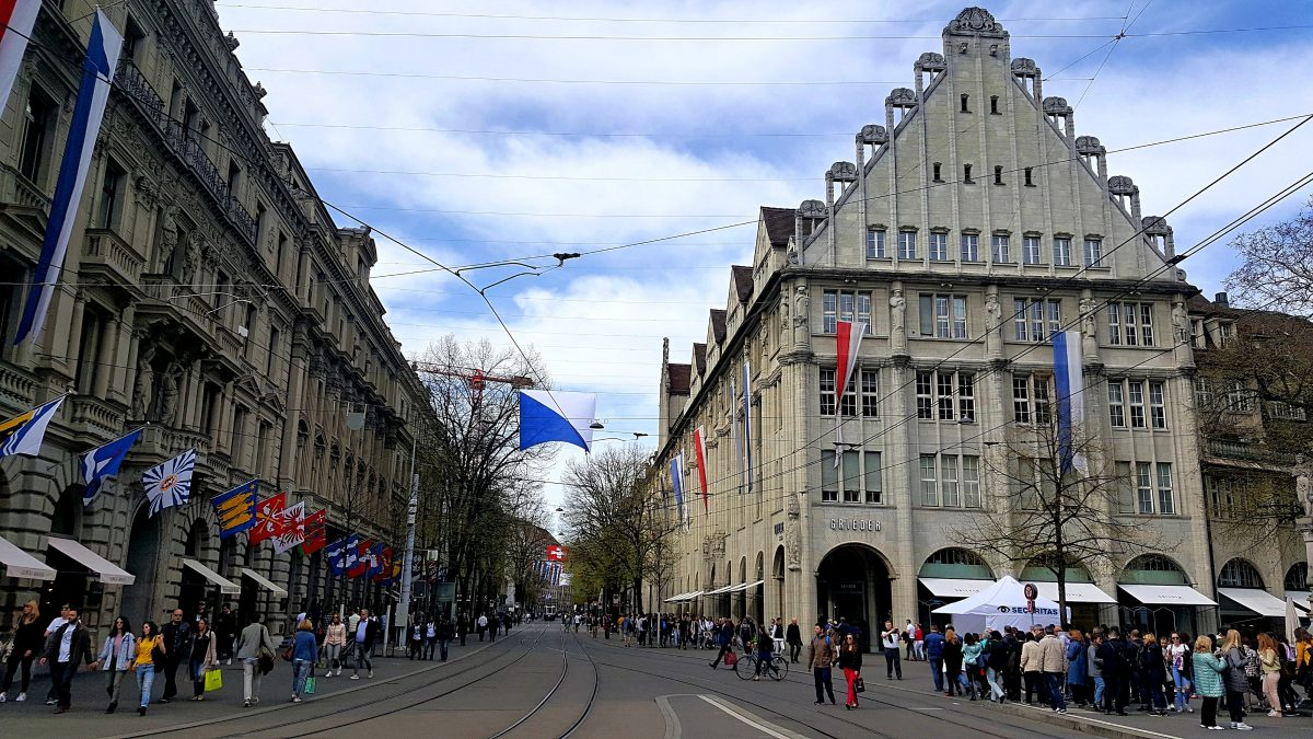 Budget guide to zrich sightseeing scientist niederdorfstrasse is a narrow pedestrian street lined with cute shops and numerous restaurants and great coffee shops if you want to buy something unusual solutioingenieria Choice Image