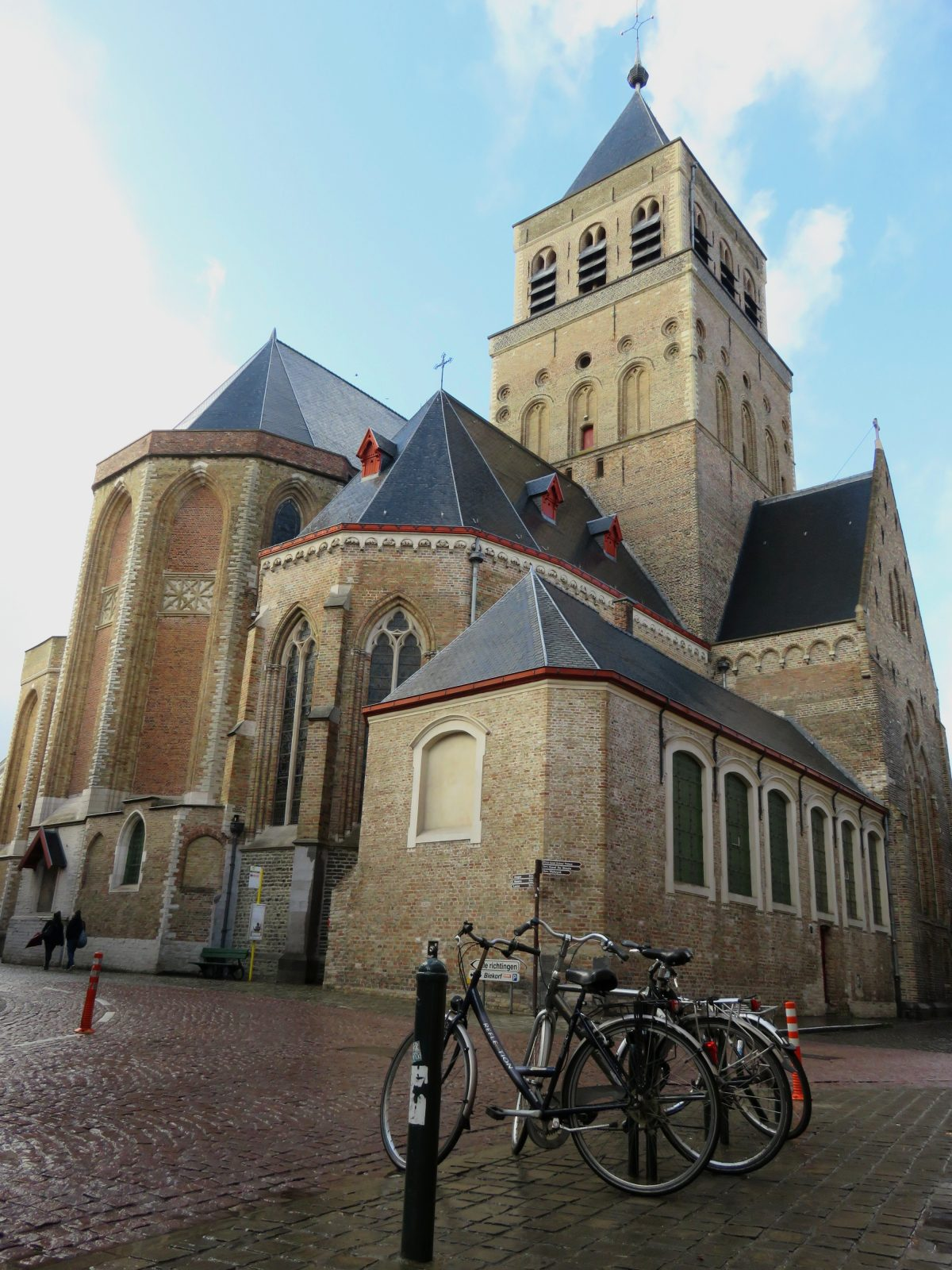 Discovering the churches of Bruges - Sightseeing Scientist