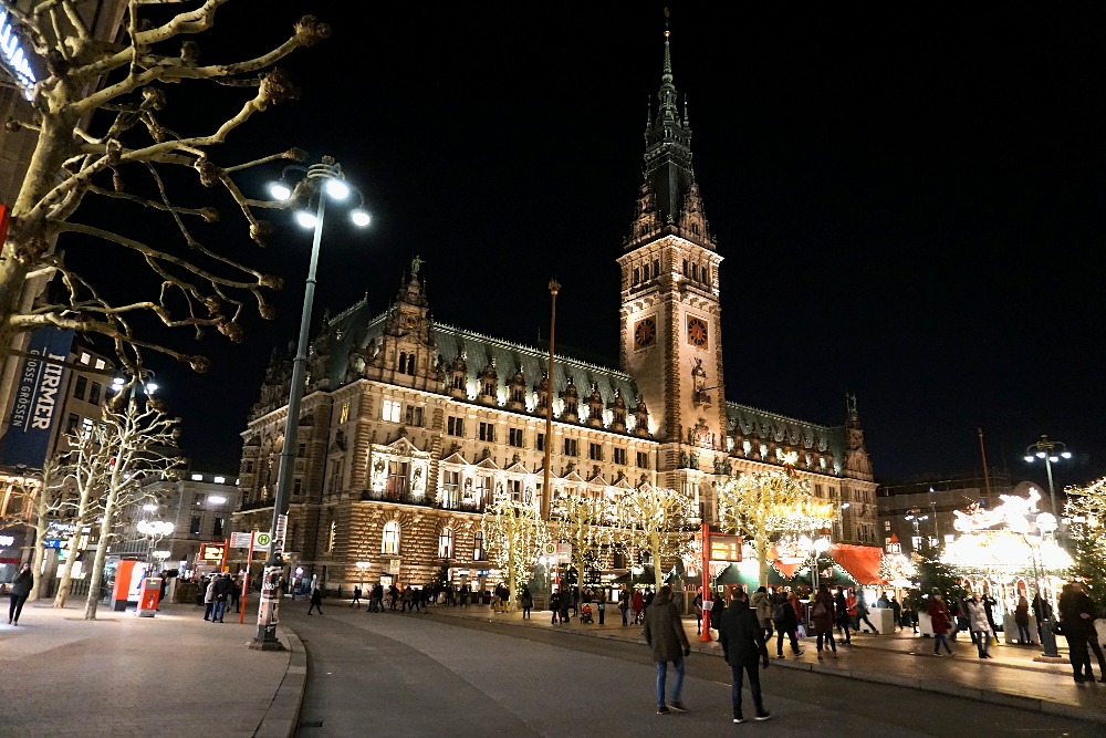 One of the best Hamburg Christmas markets: the historic market on Rathausmarktplatz.