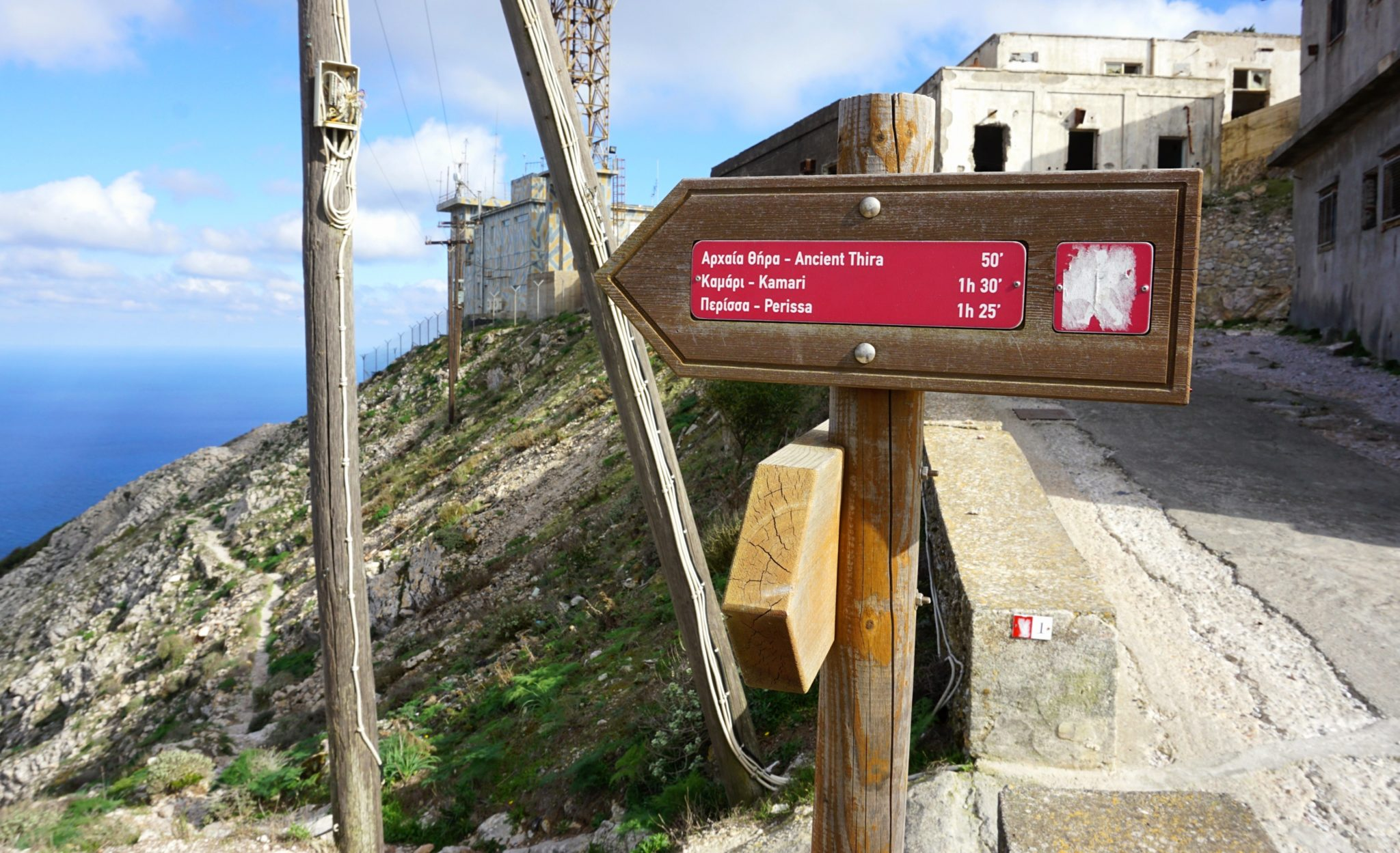 A route marker on the hiking trail from the monastery to Ancient Thera.
