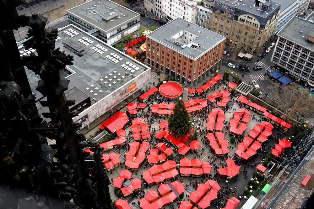 View of the Cologne Cathedral Christmas market from above.
