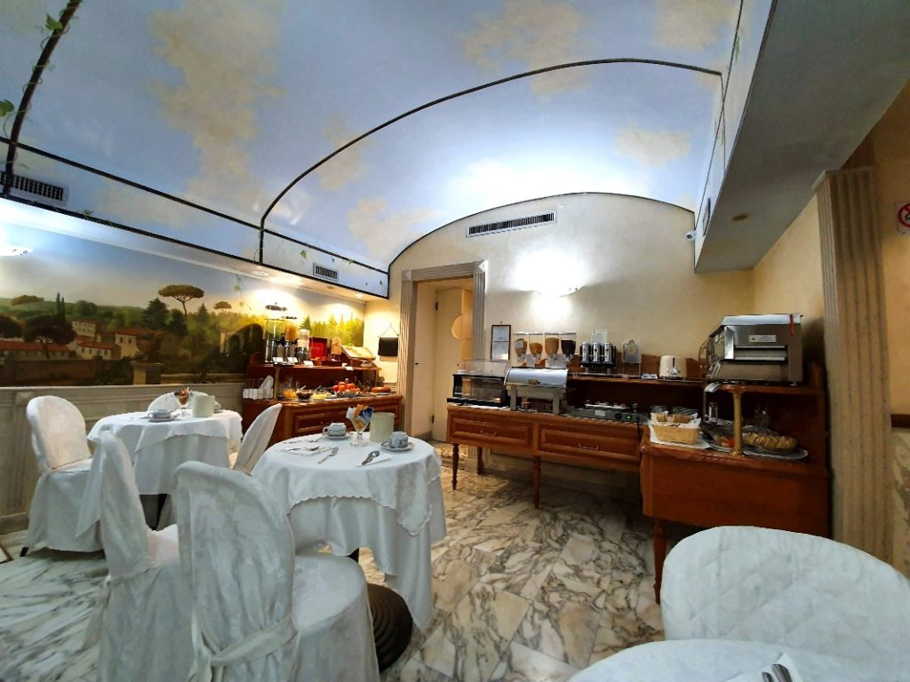 The breakfast room of Hotel Pantheon.
